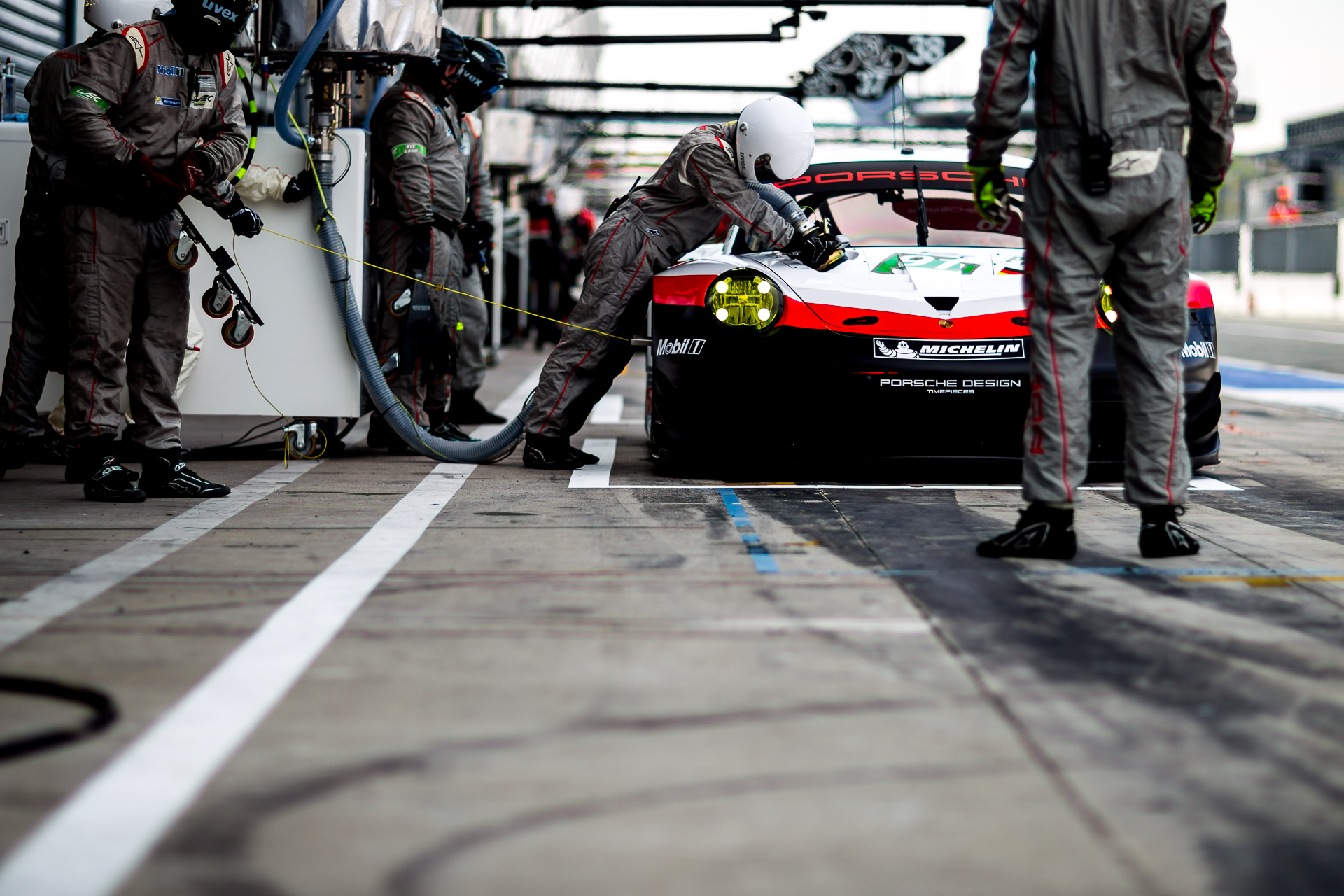 Porsche RSR Pitstop // © marcellanger / www.adrenalmedia.com